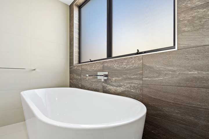 31-Stanely-Drive-Cannonvale-Bathroom-2